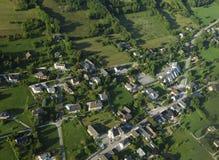 Luftaufnahme des französischen Dorfs Stockfotografie
