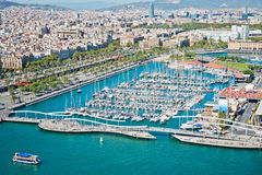 Luftaufnahme des Hafenbezirkes in Barcelona lizenzfreies stockbild