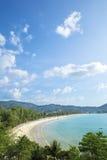 Luftaufnahme des Kamala Strandes Stockfotografie