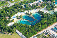Luftaufnahme des Swimmingpools Stockfotos