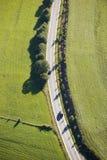 Luftaufnahme: Eine Straßenüberfahrt die Landschaft Lizenzfreies Stockbild