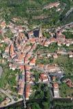 Luftaufnahme eines französischen Dorfs Lizenzfreies Stockfoto