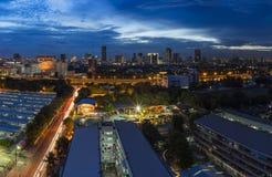 Luftaufnahme von Bangkok-Skyline-Stadtbild an der Dämmerung Lizenzfreies Stockbild