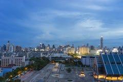 Luftaufnahme von Bangkok-Skyline-Stadtbild an der Dämmerung Stockfoto