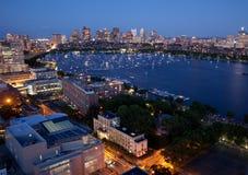 Luftaufnahme von Cambridge und von Boston stockfotos