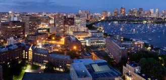 Luftaufnahme von Cambridge und von Boston stockbilder