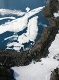 Luftaufnahme von See im Denver-Gletscher Lizenzfreie Stockfotos