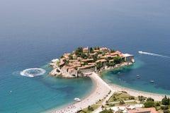Luftaufnahme von Sveti Stefan Stockfotografie