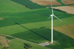 Luftaufnahme von windturbine und von Schatten Stockfotos