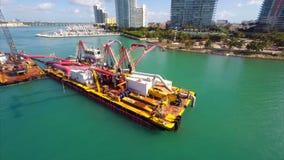 Luftausbaggernder Videolastkahn Miami stock footage