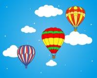 Luftballon- und -wolkentapete Lizenzfreies Stockbild