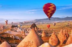 Luftballong i Cappadocia, Turkiet fotografering för bildbyråer