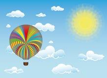Luftballong i himmel nära molnen Royaltyfri Fotografi