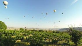 Luftballonger i den Cappadocia Time-schackningsperioden arkivfilmer