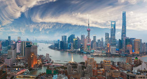Luftbildfotografie an Shanghai-Promenade Skylinen der Dämmerung Lizenzfreie Stockfotos