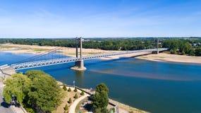 Luftbildfotografie von Stadt und von Brücke Ancenis stockfotografie