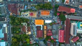 Luftbildfotografie während des Sonnenuntergangs mitten in Phuket-Stadt Stockbild