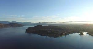 Luftbildfotografiesonnenaufgangmorgen Arona in Italien stock footage