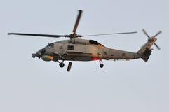 Luftbildschirmanzeige Skyhawk des Marinehubschraubers an NDP Stockfotografie