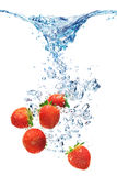 Luftblasen im blauen Wasser Lizenzfreie Stockfotografie