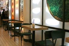 Luftblasen-Tee auf Kaffee-Tabelle Stockbilder