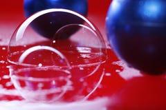 Luftblasen und die Weihnachtsdekoration lizenzfreie stockfotos