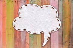 Luftblasengewebe auf Farbenholz Lizenzfreies Stockfoto