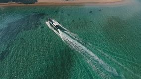 Luftboot zur Insel stock footage