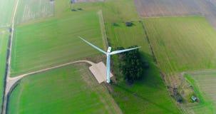 Luftbrummenansicht über Wind-Energie, Turbine, Windmühle, Energieerzeugung Grüne Technologie, ein sauberes und erneuerbare Energi stock video