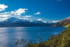 Luftbrummenansicht, Nordseite von See Wanaka bei Makarora, Südinsel, Neuseeland stockbild