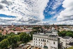 Luftbrummenbild Tallin Estland von Toompea-Hügel mit Ansicht von der Haubenkirche, Tallinn, Estland Lizenzfreies Stockfoto