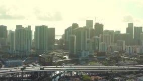 Luftbrummenschuß von im Stadtzentrum gelegenem Miami von der Westseite stock footage