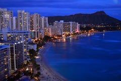 Luftdämmerungs-Ansicht von Waikiki stockbilder