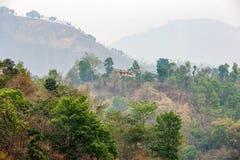 Luftförorening- och berglandskap Arkivbilder