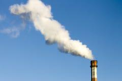 Luftförorening och miljö av rökröret Royaltyfri Foto
