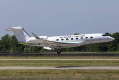 Luftfahrt-G650-ER Flugzeuglandung TR-KGM Republik-Gabuns Gulfstream auf der Rollbahn stockfotografie