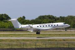 Luftfahrt-G650-ER Flugzeuglandung TR-KGM Republik-Gabuns Gulfstream auf der Rollbahn lizenzfreie stockfotografie