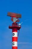 Luftfahrt-Radar-Kontrollturm stockbild