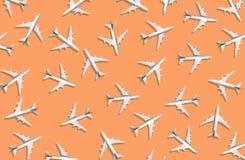 Luftfahrtindustrie mit Gruppe des Flugzeuges Verkehrsregelung stockfoto