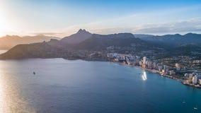 Luftfoto der kostalen Stadt mit Standpunkt von Peñon de Ifach Prety-Sommersonnenuntergang Calpe, Alicante-Provinz, Costa Blanca stockfotos