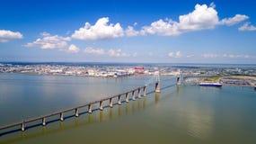 Luftfoto der Saint Nazaire-Brücke lizenzfreie stockfotografie