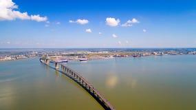 Luftfoto der Saint Nazaire-Brücke lizenzfreies stockbild