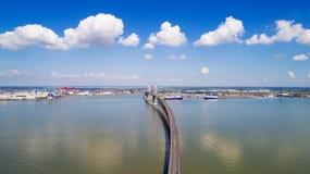 Luftfoto der Saint Nazaire-Brücke stockbild
