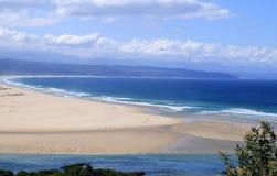 Luftfoto des Strandes in Plettenberg-Bucht, Garten-Weg, Südafrika Lizenzfreie Stockfotografie