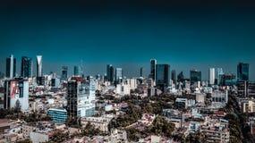 Luftfoto Mexiko City, Mexiko von Geschäfts-Wolkenkratzern lizenzfreie stockfotos