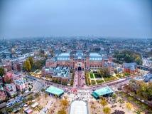 Luftfoto Rijksmuseum w?hrend des Winternebeltages stockfotos
