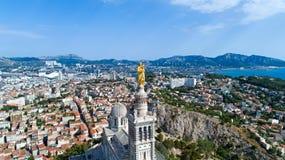 Luftfoto von Basilika Notre Dame de la Garde stockfotografie