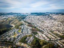 Luftfoto von Daly City in Kalifornien lizenzfreies stockbild