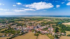 Luftfoto von Frossay-Dorf stockbild