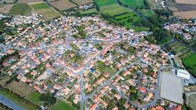 Luftfoto von Hafen-Heiliges Pere-Dorf, die Loire Atlantique lizenzfreie stockbilder
